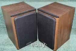 Monitor Audio Bronze 1 Main / Stereo Bookshelf Speakers in walnut finish