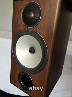 Moniteur Audio Bronze Bx2 Haut-parleurs Stéréo Sur Des Stands Spiked Dédiés